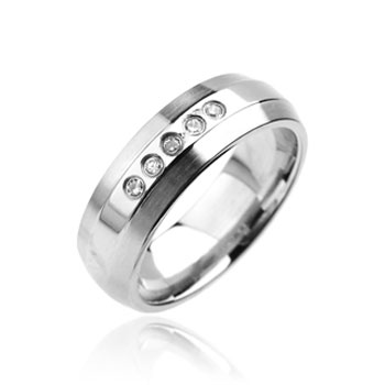 316L Stainless Steel Ring. 5 clear gem Band