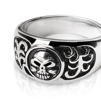 316L Surgical Stainless Steel Ring with Skull Design